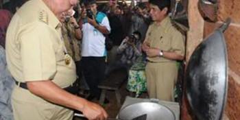Warga Desa Kaltim Mendapat Peralatan Biogas