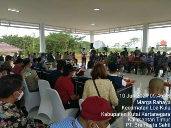 Kunjungan Gubernur di Ds. Jonggon Kab. Kutai Kartanegara